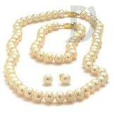 Exclusive Shell Pearls Set